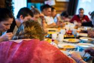 Коллективное принятие пищи в центре